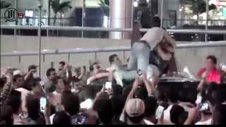 استقبال تامر حسني في مطار القاهره بعد تكريمه من جائزة MUREX D