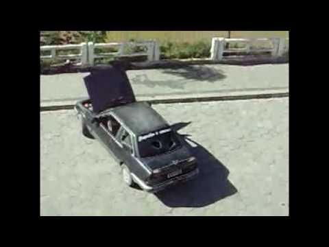 Mulher tem ataque de ciúmes e destrói o carro do namorado