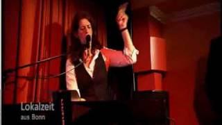 Vorschaubild Frau Höpker bittet zum Gesang