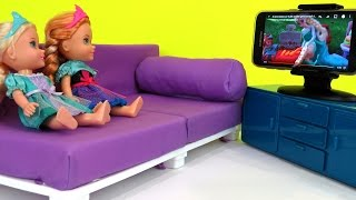 At theEL ! Elsa & Anna toddlers make a MESS -  Watching TV - - Vacation Adventure