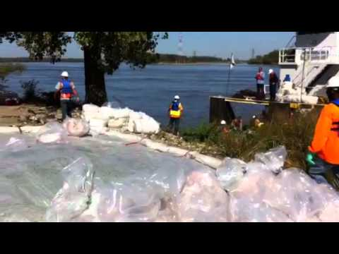 Fuel spill clean up continues on the Mississippi River