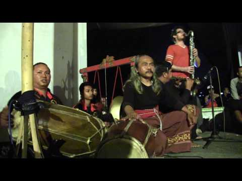 Arrington De Dionyso With Kuda Lumping, Malang Indonesia video