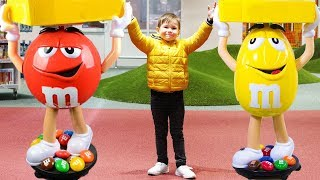 Funny kids color game in toy store - Find big and Red (Yellow etc) / Learn colors video for children