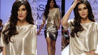 Hot Kriti Sanon walks the ramp at Lakme Fashion Week 2014