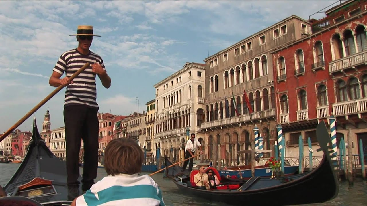 How to steer a gondola boat in Venice - YouTube