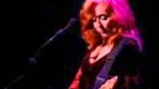 Watch Bonnie Raitt Feels Like Home video