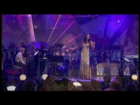 Natalie Cole  - Tell Me All About It (Ask a woman who knows Live)