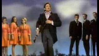 Watch Johnny Cash Daddy Sang Bass video