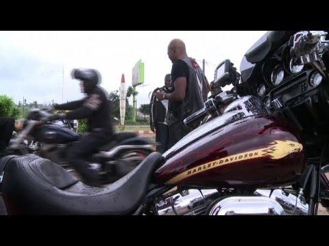 I Centauri A Cavallo Delle Harley Davidson Sbarcano In Africa video