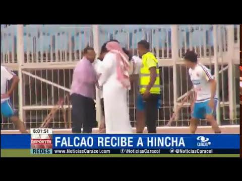 Niño invade entrenamiento y se toma selfie con Falcao Garcia en Bahrein