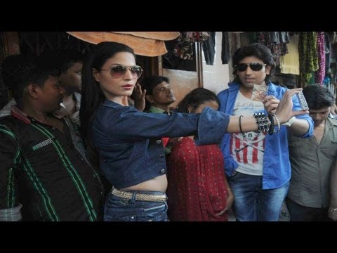 Watch Veena Malik Promotes 'Zindagi 50-50' At Red Light Area