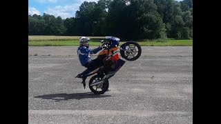 Honda CBR 125 slow wheelie practice + near crash