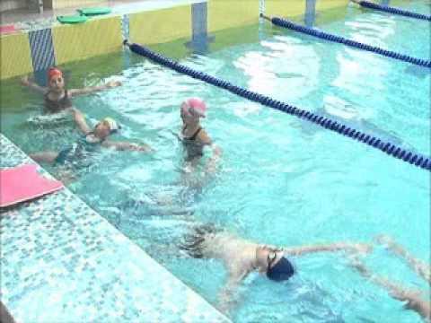 Видео как научиться плавать самостоятельно