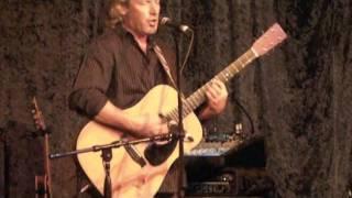 Bruce Hayes performs at MAMA