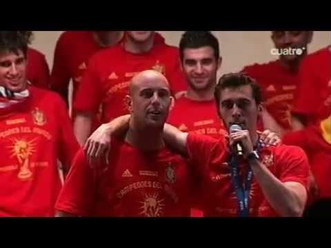 Pepe Reina hace de Showman en la Celebracion del Mundial 2010 en España