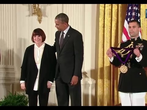 Linda Ronstadt awarded Nat'l Medal of Arts for 'one-of-a-kind voice'