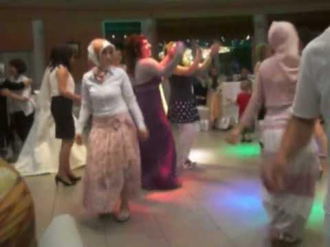 Türbanlıya Düğünde Taciz. AVI