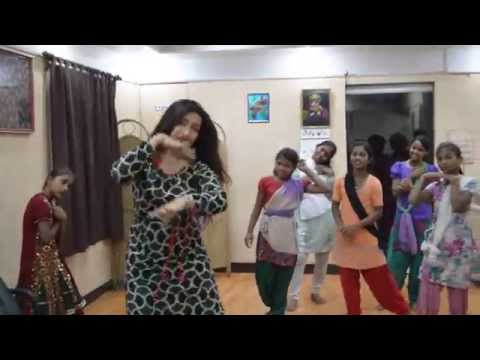 Actor Rituparna Sengupta Joins Cini Children For An Impromptu Dance Performance video