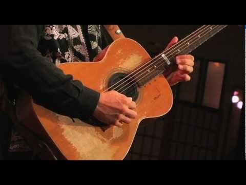 Tommy Emmanuel - The Trails - Live at Fur Peace Ranch