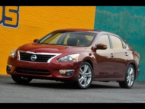 2013 Nissan Altima Start Up and Review 2.5 L 4-Cylinder