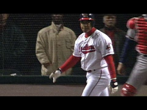 1995 WS Gm4: Manny hits first World Series homer