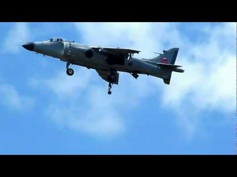 Sea Harrier completes V/STOL Landing at Thunder Over Michigan!!