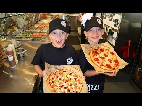 FAMILY FUN PACK TAKES OVER PIZZA STORE!!!