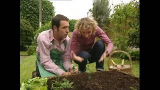 Un gars une fille - font du jardinage - compilation