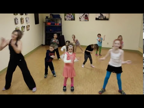 Happy Flash Mob Choreography