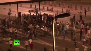 Turkey coup: Istanbul citizens blockade armored vehicles as military opens fire