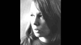 Watch Sandy Denny Whispering Grass video