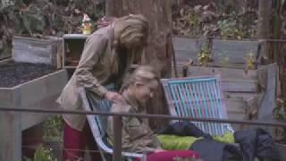 Carol Vorderman gives Ola Jordan a massage on I m a Celebrity  | Top Ten News