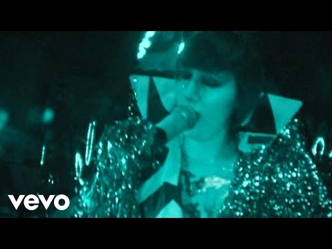Yeah Yeah Yeahs - Down Boy (Live @ The Filmore S.F.)