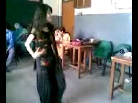 Pakistani Girl Performing on Shakira