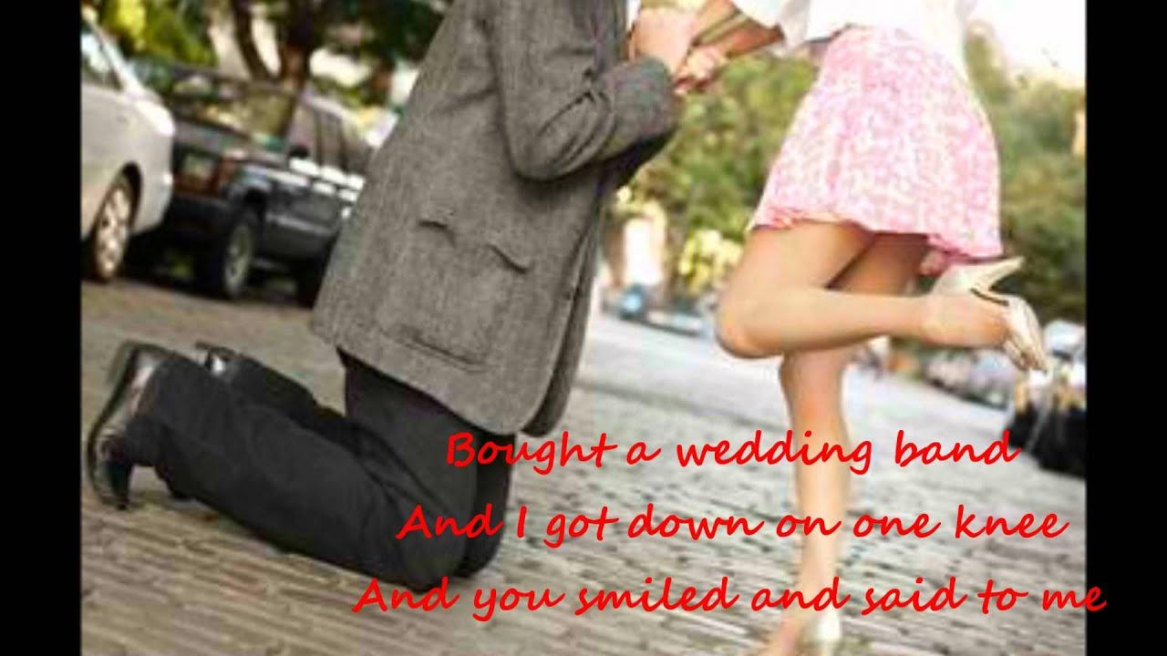 Поставил на колени мужа и жену 2 фотография