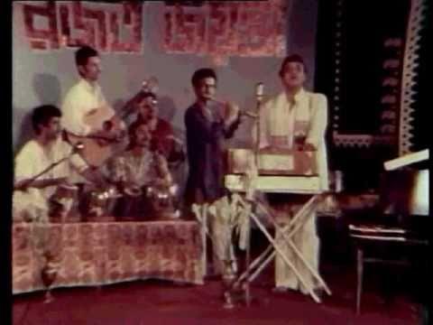 Ami Ek Jajabar- Bhupen Hazarika Live - 1983 video