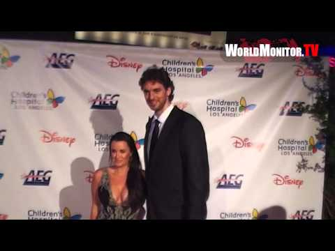 LA Lakers Pau Gasol arrives at Children's Hospital Los Angeles' Gala Noche De Ninos