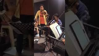 මෙන්න නියම ශ්රී ලාංකික වැඩ්ඩෝ....බලන්නම වටිනවා...   Instrumental Music by Sri Lankan Musician