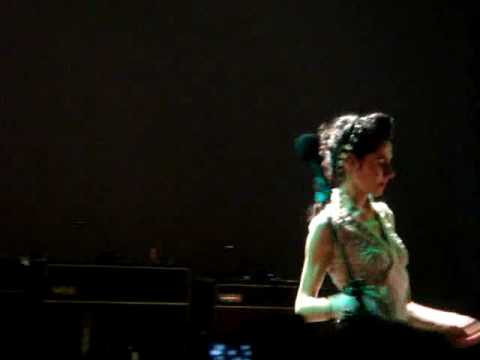 PJ Harvey & John Parish - A Woman A Man Walked By...