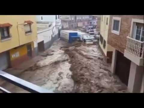 FLASH FLOOD SWEEPS VEHICLES AWAY IN SPAIN