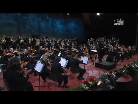 VUVUZELA CONCERT by the Berlin Philharmonic Orchestra (Vuvuzelas Music FIFA Football World Cup 2010)