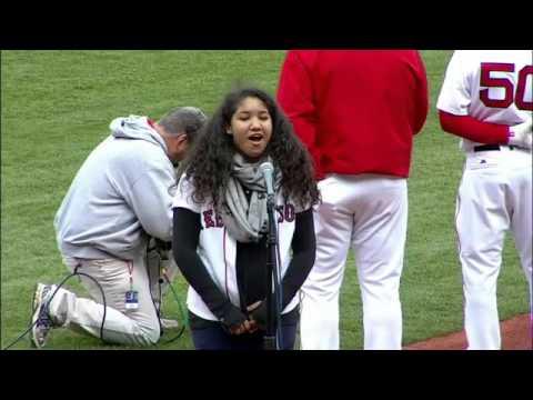 Alex, hija de 15 años de David Ortiz, canta himno en primer partido 2016 en Fenway