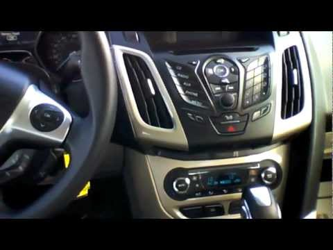 2012 Ford Focus SEL Sedan Start Up. Quick Tour. & Rev With Exhaust View - 5K