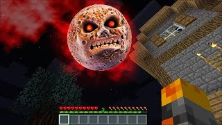 Minecraft EVIL MOON APPEARS IN OUR HOUSE IN MINECRAFT / DEFEND THE ZOMBIE FAMILY !! Minecraft Mods