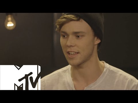 MTVUK - 5 Seconds Of Summer Talk Fans and One Direction
