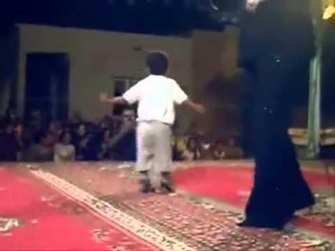 طفل صغير يرقص رقص مضحك thumbnail
