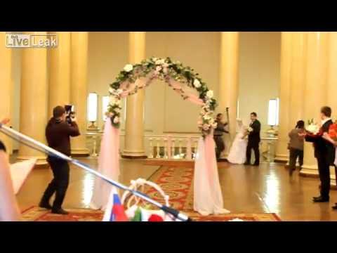 Gelin düğünde çıplak kalırsa!.mp4