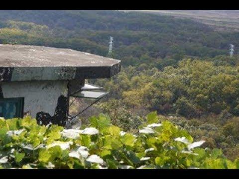 Nhà mình ở Trên Núi Gia Lai cũng bị Google Earth phát hiện ra, hiện ra cả khu Nhà luôn. haiz
