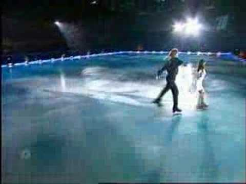 A beautiful program with snow flurries flying everywhere. Skating are Naomi Lang and Peter Tchernyshev.