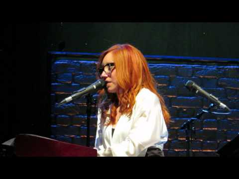 Tori Amos Amsterdam May 29th 2014 Frozen (madonna Cover) video